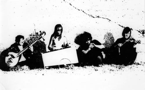 Roman, Christian, porbablemente Dave y Edgar Hoffman creando el intro que abre este disco.
