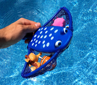 Finding Dory Mr. Ray Dive & Catch Game pool toys
