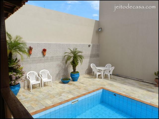 Rea de lazer de casa renovada jeito de casa blog de for Pintado de piscinas