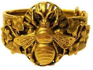 abeja anillo oro simbolo significado riqueza