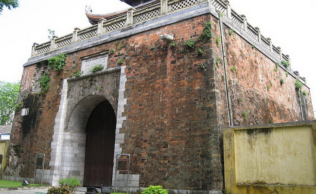 www.xvlor.com Imperial Citadel of Thăng Long is fort built by Ly Viet Dynasty in 1010