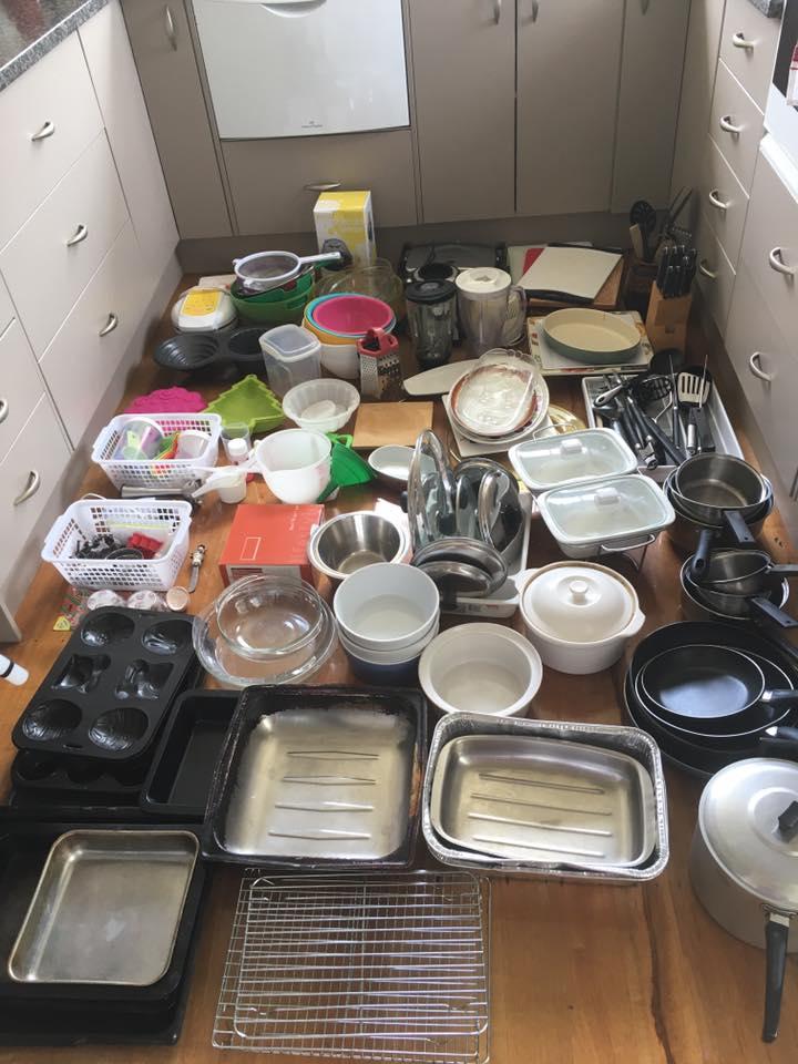 sacarlo todo. pasos para ordenar tu cocina con el método konmari de Marie Kondo