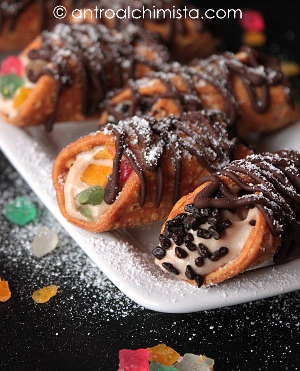 Cannoli Mignon con Crema Diplomatica al Cioccolato e Cannella