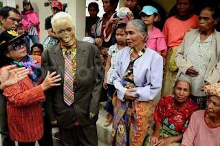 Mayat Berjalan Di Tana Toraja