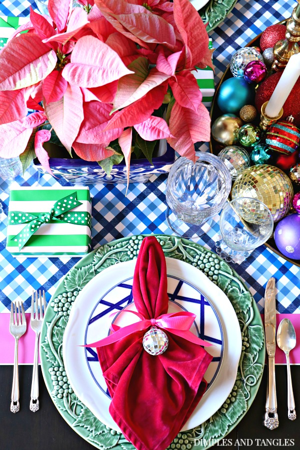Christmas Table Setting Ideas, christmas dining room, christmas tablescape, bold color, bordallo plates