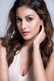 Amyra Dastur Profile, Biography, Wiki, Height, Weight, Biodata, Body Measurements, Age, Husband, Affairs Fmily Photos and More.
