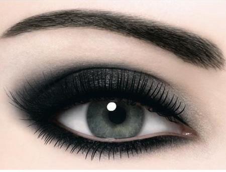 emo style gothic smokey eye