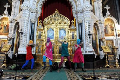 Pussy Riot singen in Kirche