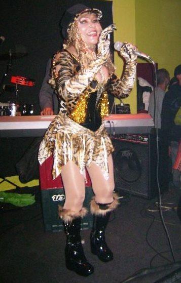 Foto de La Tigresa del Oriente cantando
