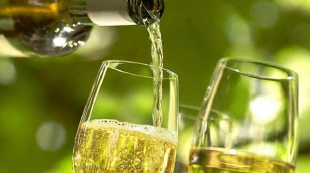 «Ύποπτο» το λευκό κρασί για την εμφάνιση επιθετικού καρκίνου