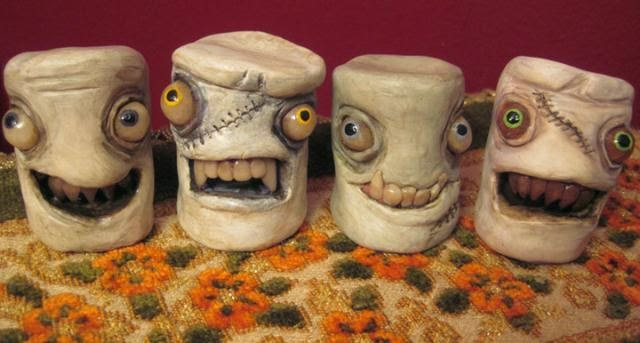 13-Marshmallow-Group-Deanna-Molinaro-aka-Chickenshoot-Odd-Clay-Sculptures-www-designstack-co