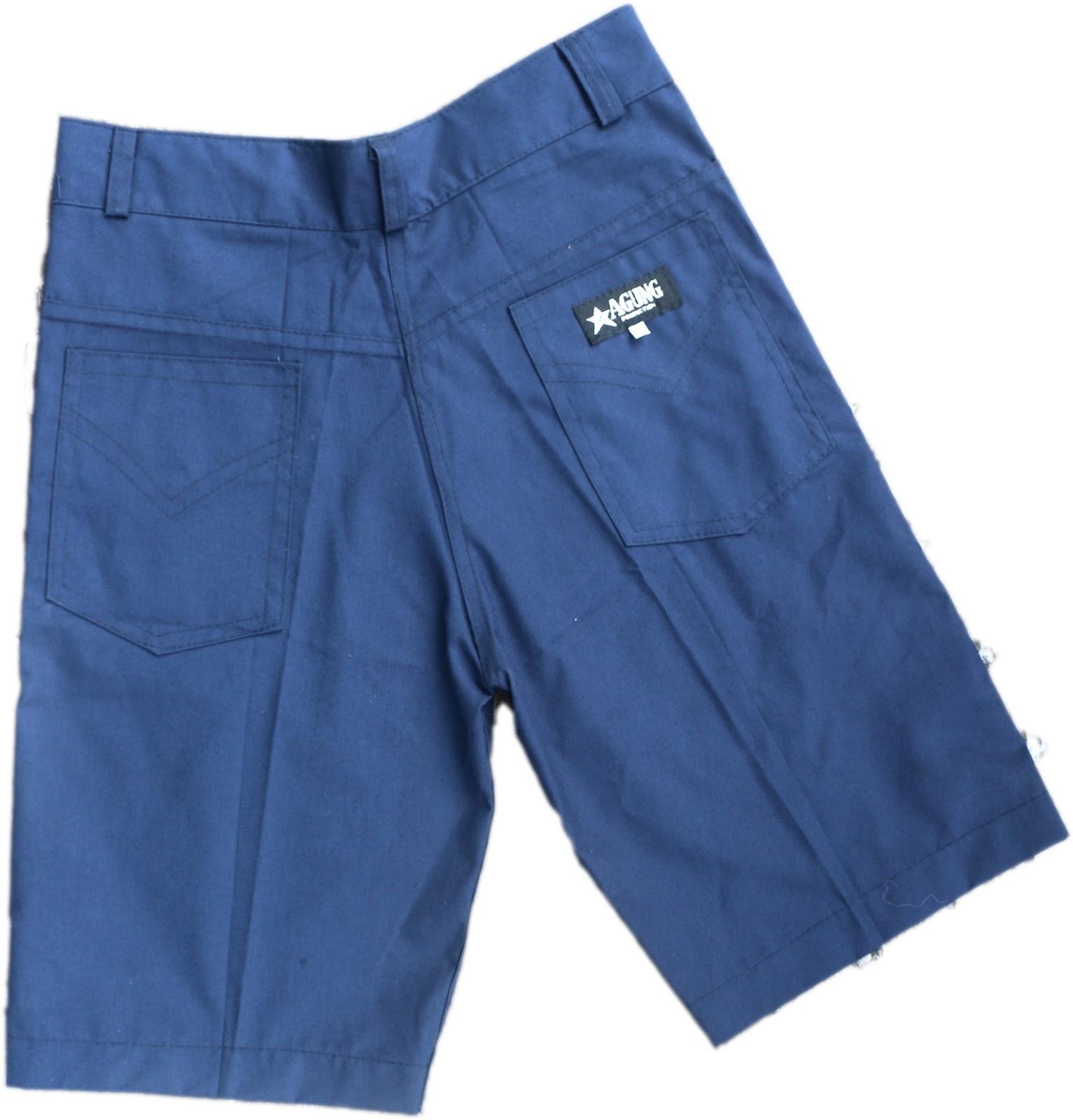 celana biru pendek