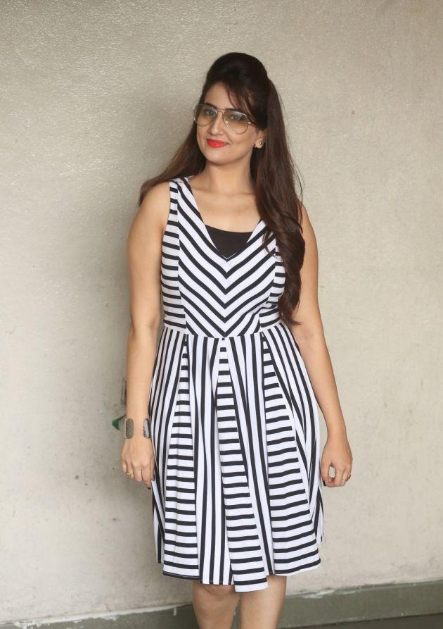 Anchor Manjusha Hot Legs Show Photos In White Dress