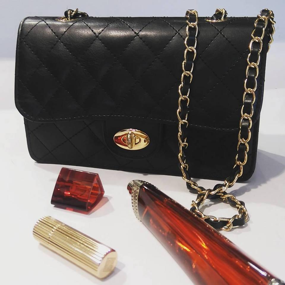 40e473fbde Μαύρη τσάντα τύπου Chanel
