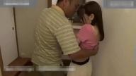 หนังโป๊พ่อผัวเอากับลูกสะใภ้ แอบเย็ดกันตอนลูกชายออกไปทำงาน