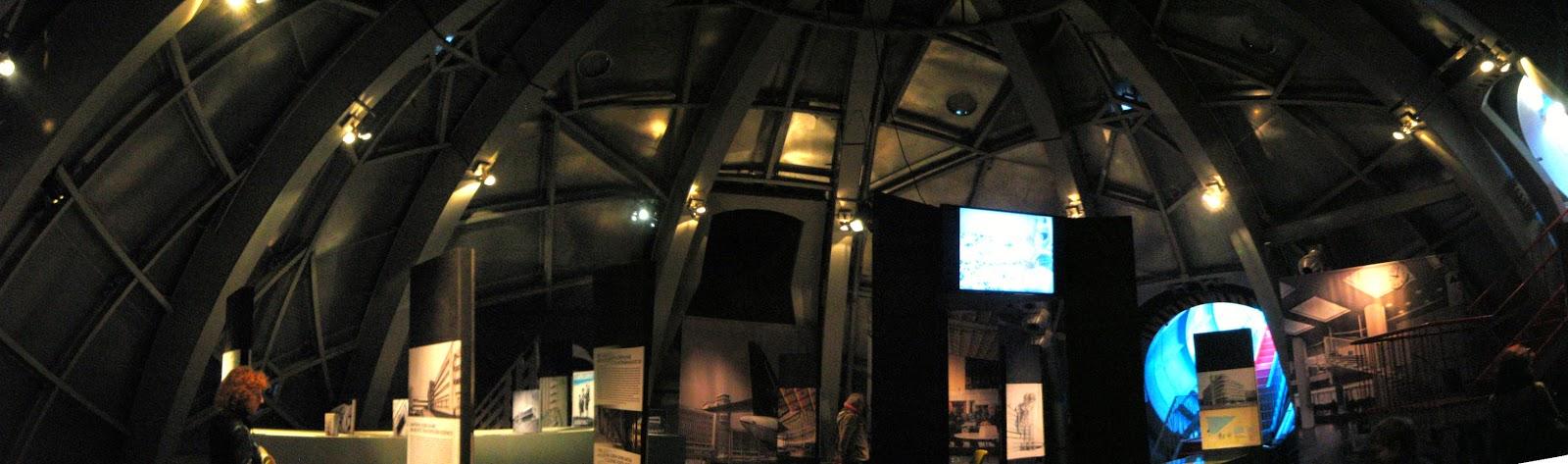 Interior de una de las esferas del Atomium