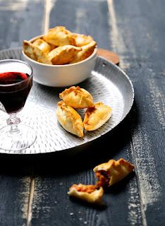 empanadas , chaussons apéritif , thon , olives