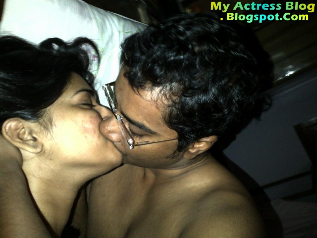Vasundhara Kashyap Leaked Pics Hot Toplesss Photo Gallery -7898
