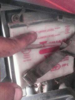 gambar cek air bateri