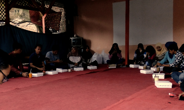 Indikatormalang.com-Komunitas Pewarta Warga (Citizen Journalist) Indikator Malang menggelar acara hastag malang diskusi membahas isu-isu yang menjadi trending topik bertempat di cafe ketan Sengkaling Kabupaten Malang, Sabtu (25/2/2017).