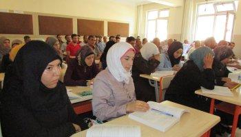 فصل المعلمون السويون الحاصلون على الجنسية التركية من التربية