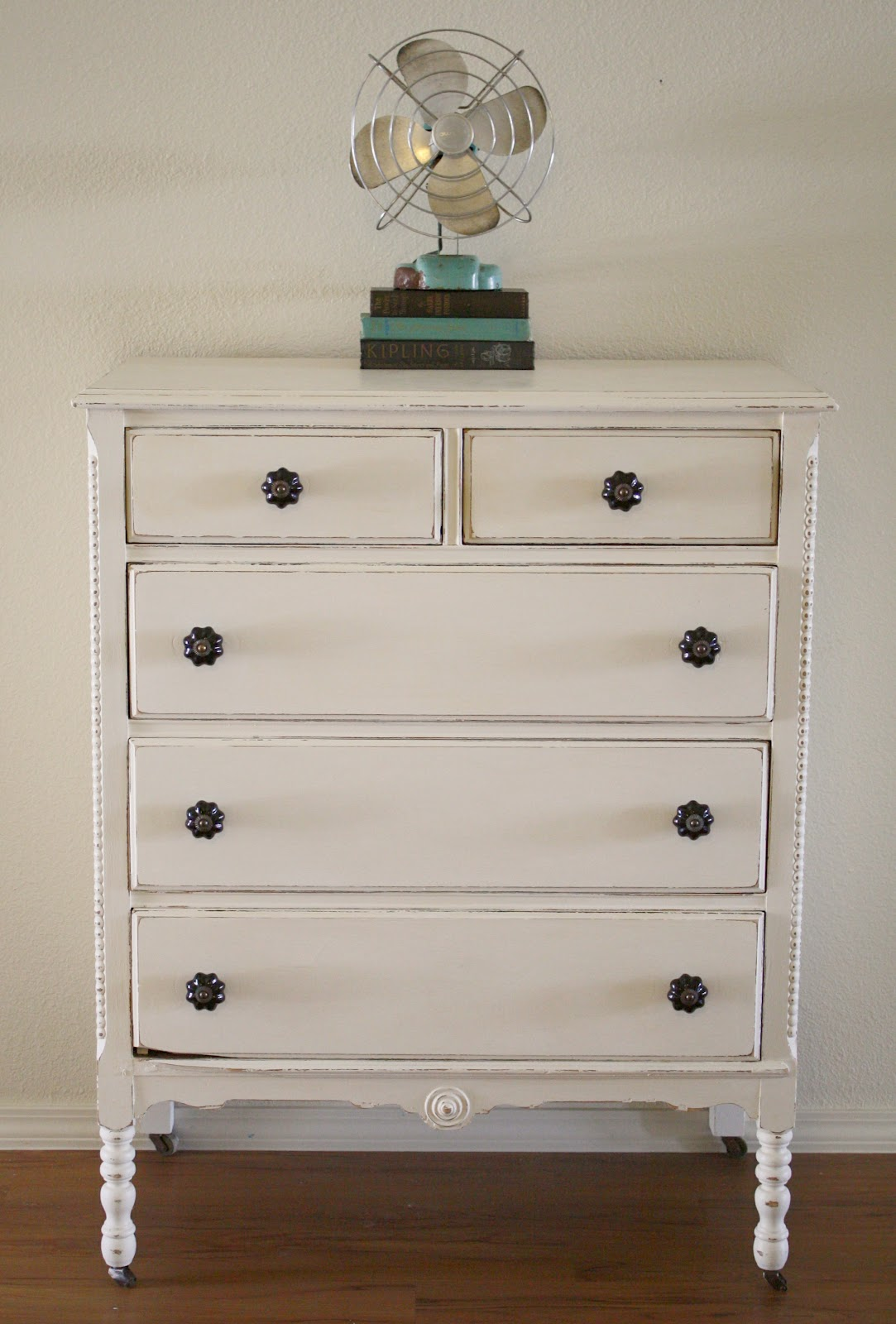 shabby white dresser with chalk paint. Black Bedroom Furniture Sets. Home Design Ideas