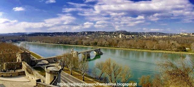 Ponte Saint Bénézet sobre o rio Ródano, Avignon