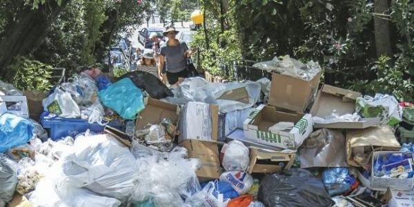 Τα σκουπίδια φεύγουν, η βρόμα... παραμένει