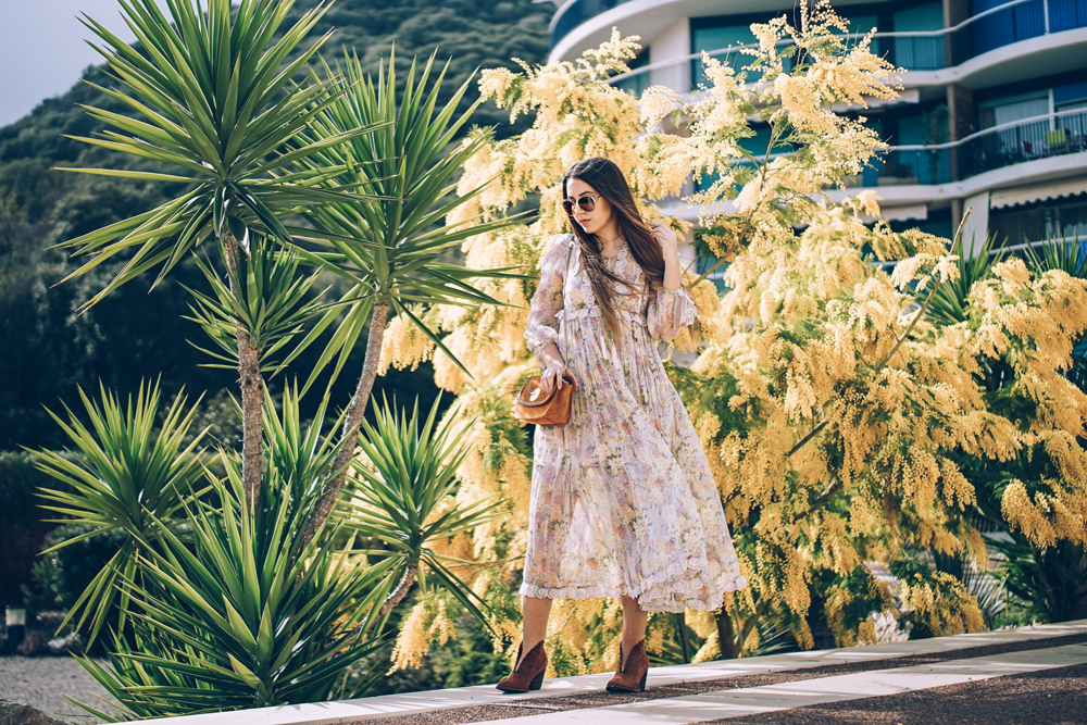 how to a wear a printed maxi dress