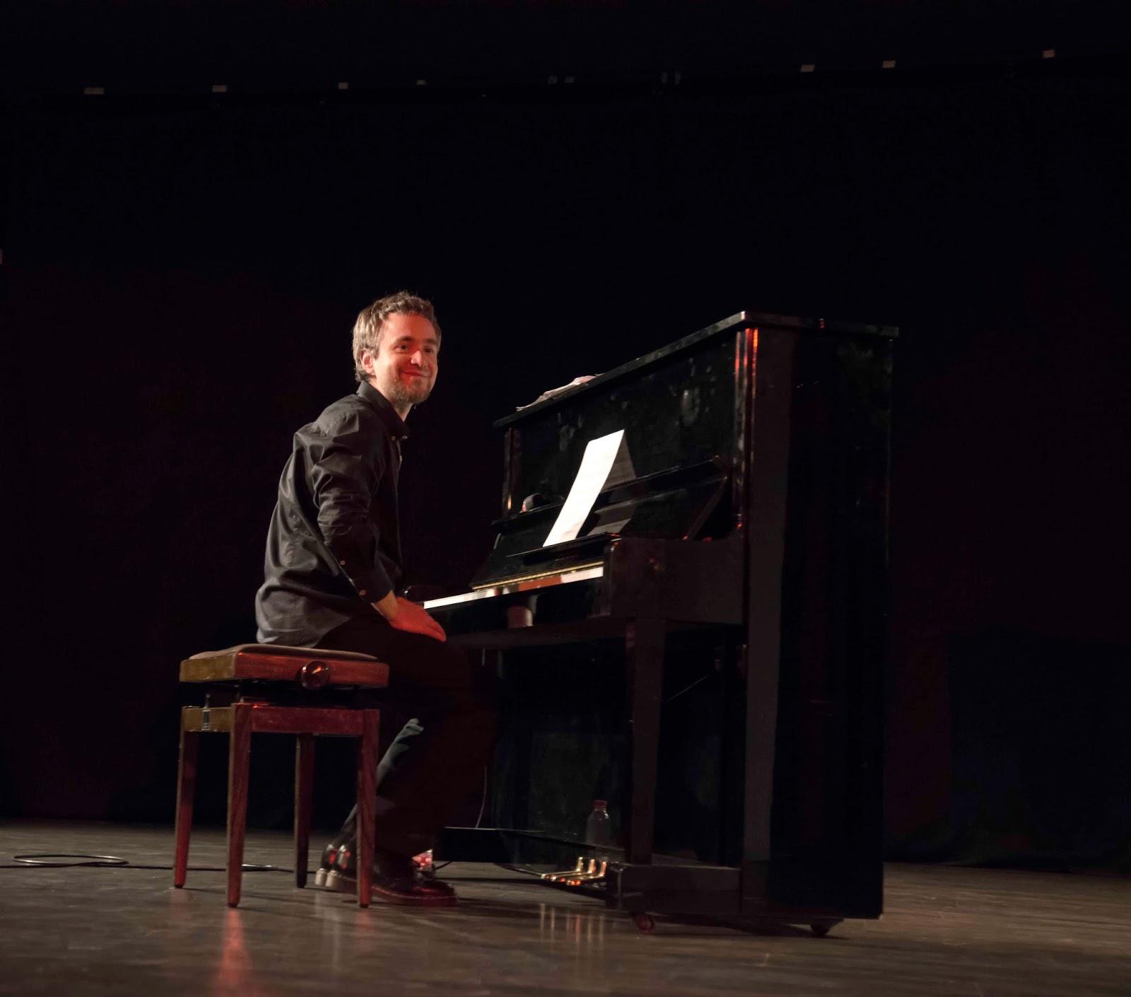 Por qué no ser creativos?: Eduardo Ávila - En directo. Piano solo ...