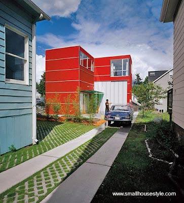 Casa pequeña edificada al fondo de un lote urbano en Seattle