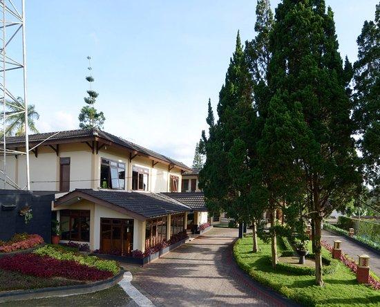 Kemudian Hotel Berikutnya Yang Tidak Kalah Menarik Dan Terbaik Di Kota Malang Adalah Margosutko Satu Ini Memang Murah Berdekatan Dengan