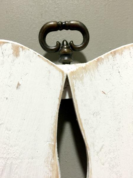 Metal hanger for angel wings