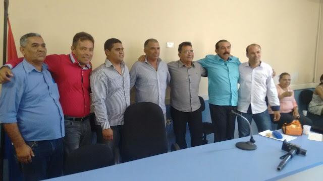 Câmara de Vereadores de Olho D'Água do Casado realizou última sessão de 2016 com homenagens ao último mandato do vereador Marcos Vieira