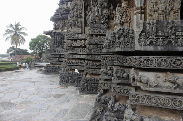 sculpture temple inde halebid