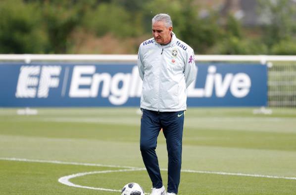 مدرب البرازيل يكشف حيقة مفاوضاته مع ريال مدريد
