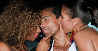 How to look for a third person for threesome?