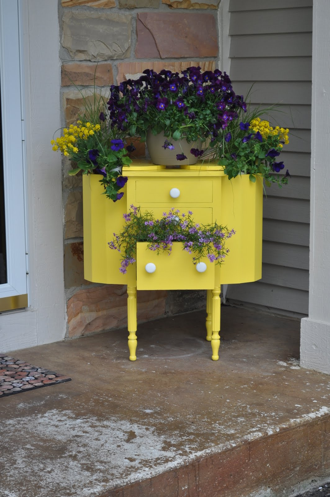 28 Creative Diy Ideas To Recycle Old Furniture Into An