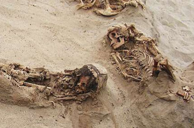 Arqueólogos hayan en Perú los restos de 140 niños
