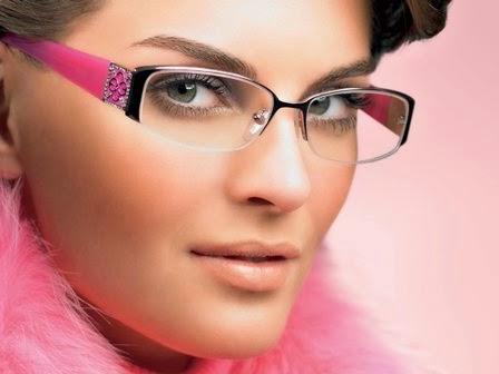 Inilah Kenapa Memakai Kacamata Lebih Terlihat Seksi  5ab76ef103
