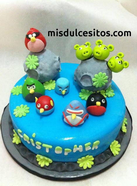 Tortas Angry Birds. Venta de tortas decoradas con masa elástica y fondant. Venta de tortas infantiles en Lima.