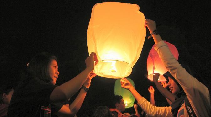 pelepasan lampion terbang di solo imlek festival, lampion solo, lampion jakarta, lampion surabaya, lampion malang, jual lampion terbang