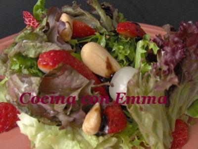 Ensalada con frutos secos y fresas-1