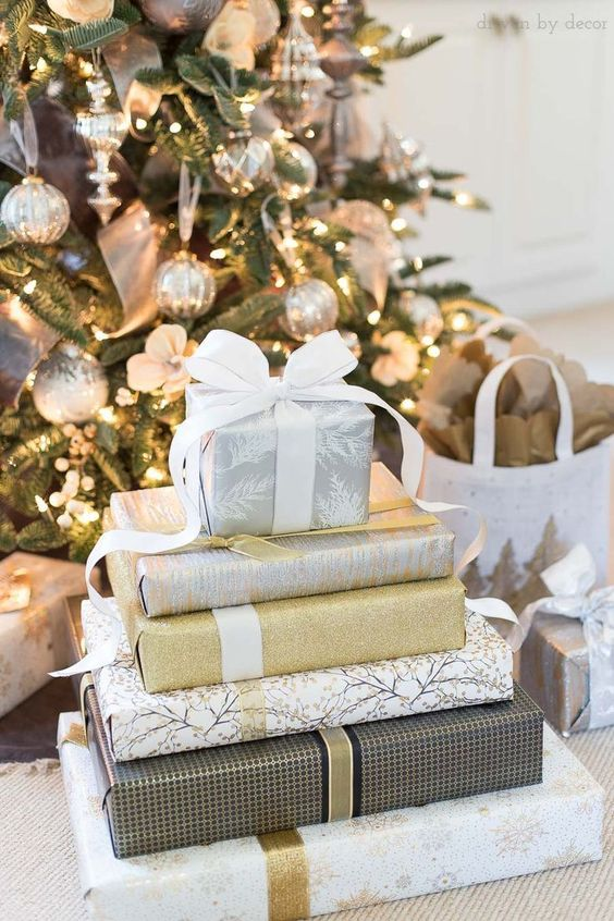 EASY CHRISTMAS GIFT WRAPPING IDEAS TO TAKE YOUR PRESENTS TO THE NEXT LEVEL!