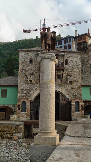 """""""Οι φύλακες του άβατου"""" στην Ιερά Μονή Δοχειαρίου Αγίου Όρους http://leipsanothiki.blogspot.be/"""