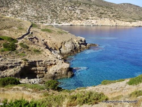 Iraklia, camminando lungo la costa