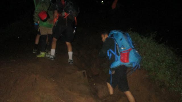 Pendakian malam di Gunung Prau