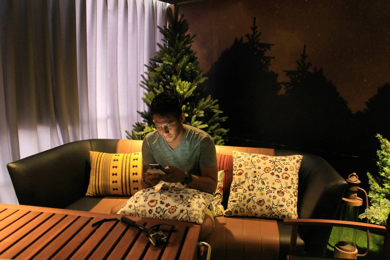 Cowok Manis Lagi Piknik  Nights At A Fun Artsy Hotel