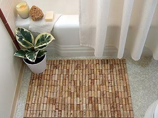 alfombra de bienvenida hecha con corchos reciclados de vino