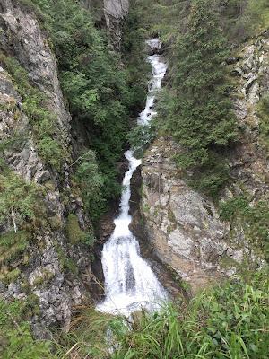 CASCATA-SENTIERO-DEL-LATTE